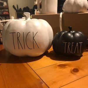 Rae Dunn pumpkin set Trick/Treat NWT